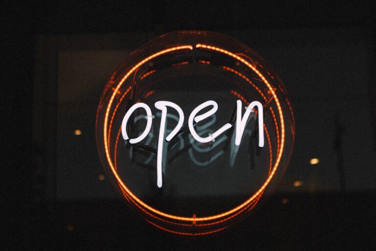 Wir haben geöffnet